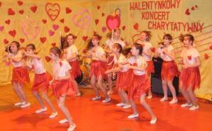 """Zespół taneczny """"Crazy Girls"""" kl. 5B"""